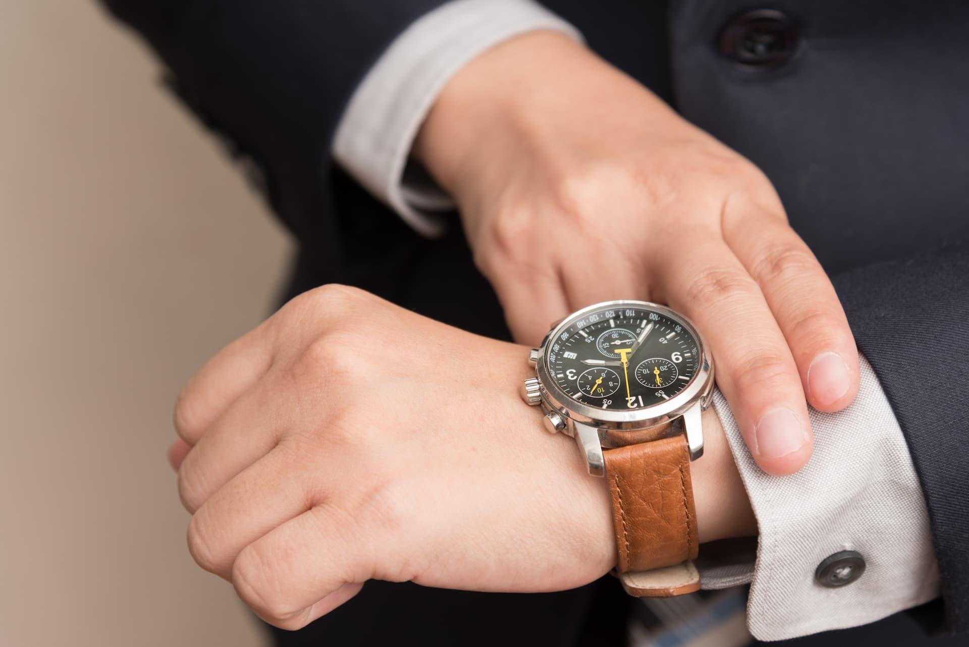 Cómo ajustar un reloj correctamente